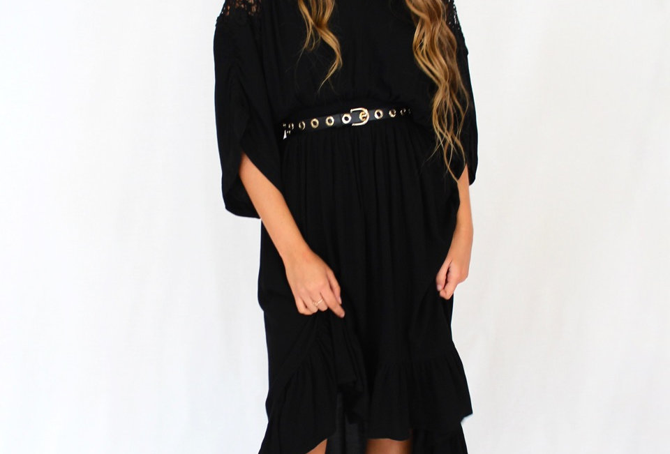 Cute black coloured maxi dress, perfect chuck on for cooler weather!