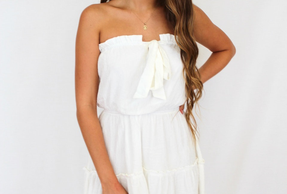 Cute white strapless linen style dress, perfect dress for a easy night out!