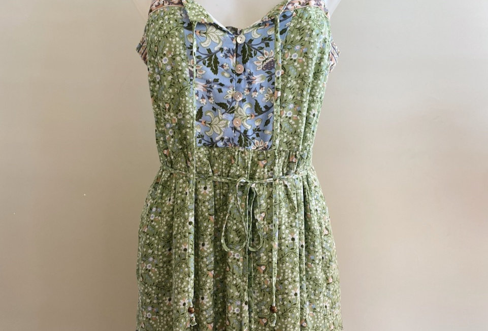 Floral green100% Cotton Print Maxi Dress  Maxi green dress Decorative shell button closure in front Flowy summer syle Bra