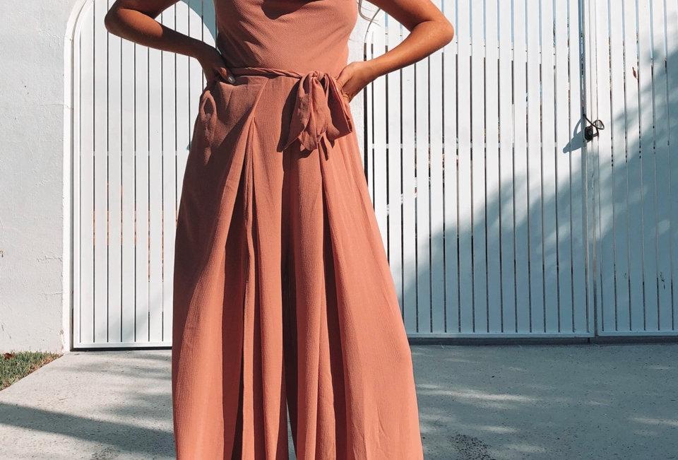 Stunning elegant jumpsuit, perfect to dress up!