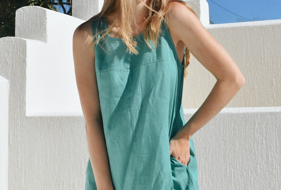 green colour linen raw hem dress.Also available in Black & Sand  Round necline Side Pockets Raw hem Easy fit Linned Button &