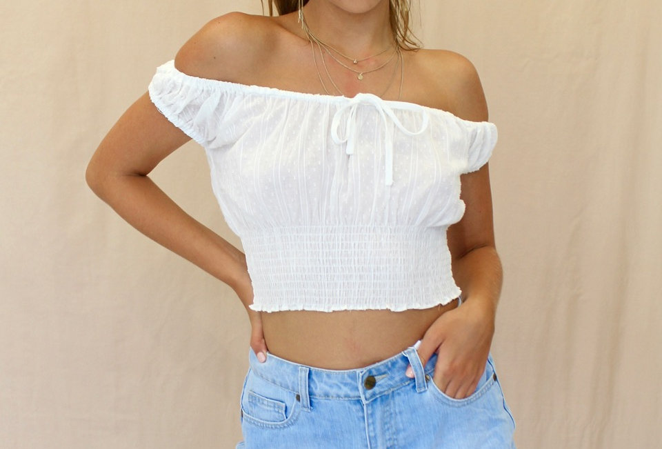 Cute White off the shoulder crop top,this is a cute little summer crop! match it with some demin shorts for the perfect summ