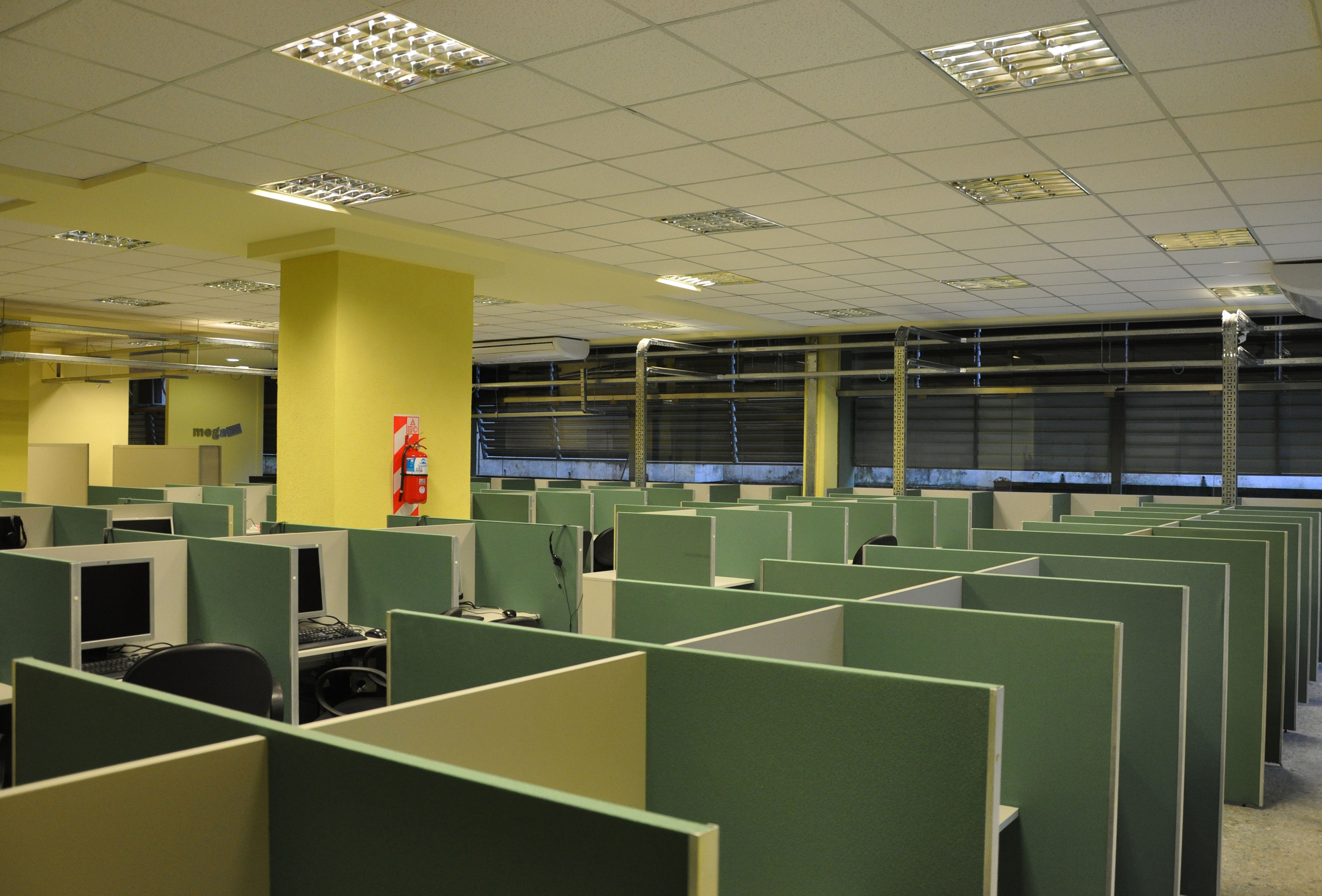 Puestos-Mega-Tech-Contact-Center.jpg