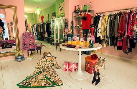 Rianna Store.jpg