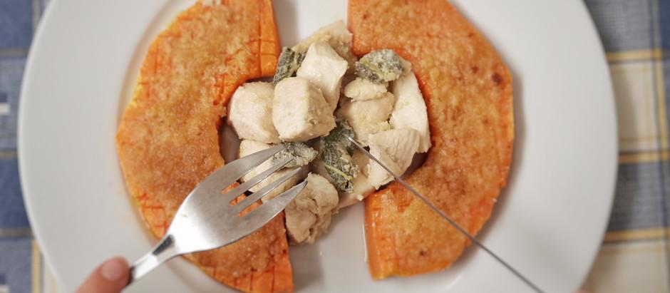 Bocconcini di pollo, salsa tahina e salvia con zucca gratinata