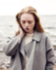 Mädchen durch das Meer