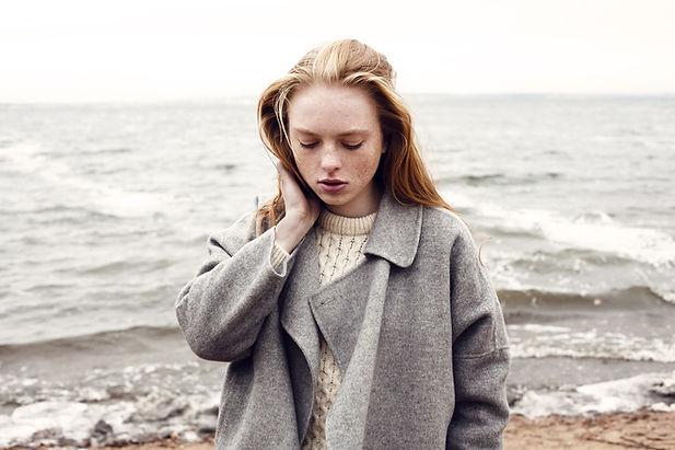 Jente by the Sea