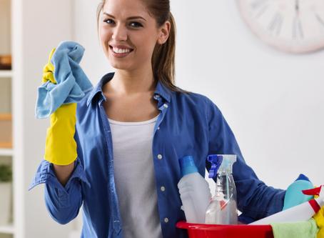 10 dicas de limpeza para quem odeia perder tempo na faxina