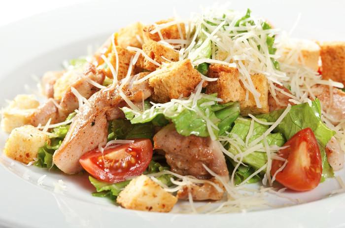 Salada Caesar: clássica e econômica