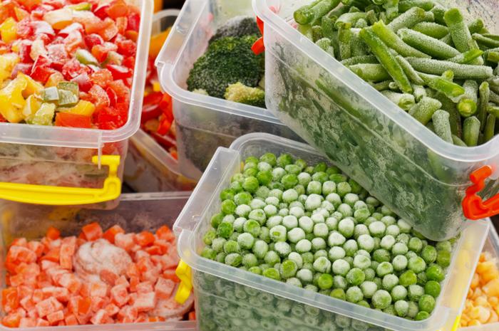 Como congelar alimentos crus e cozidos corretamente