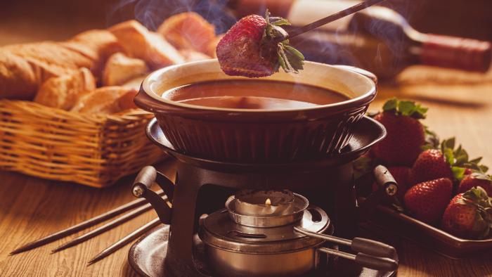 Dia dos Namorados: fondue de chocolate para harmonizar com espumante moscatel