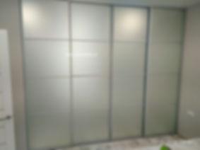 дизайнерский встроенный шкаф