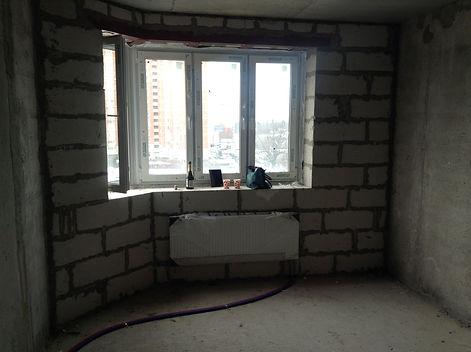 Большая комната до ремонта квартиры