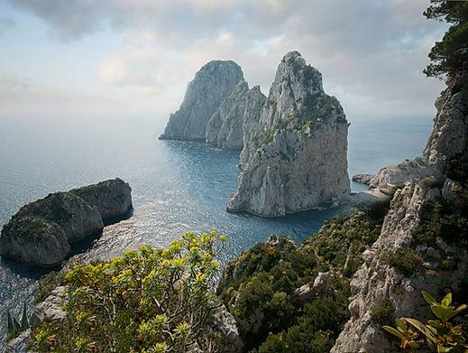 Faraglioni,_Capri,_Italy.jpg