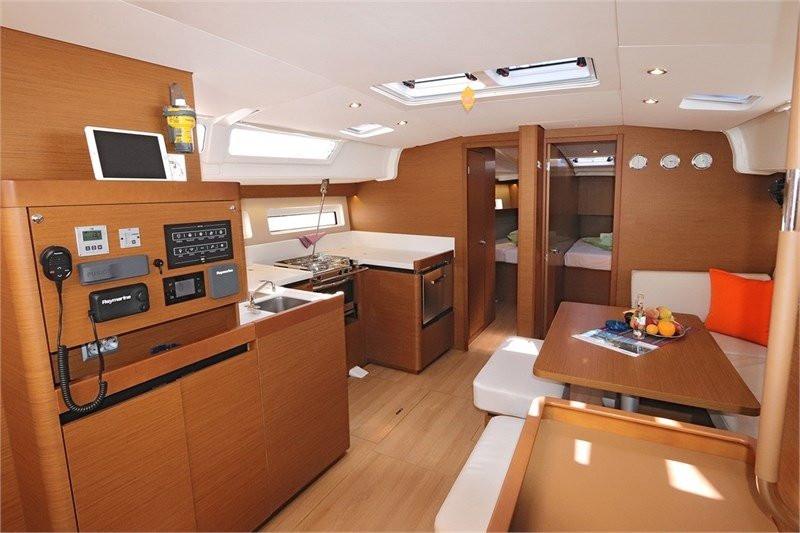 phoca_thumb_l_sailing_yacht_monohull_jea