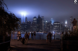 tribute-in-light-9-11-11-brooklyn-heights-promenade-07