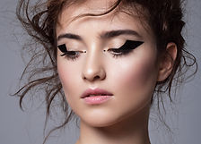 Maquillage eyeliner graphique