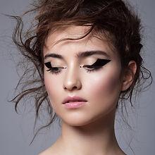 Eyeliner graficzny makijaż