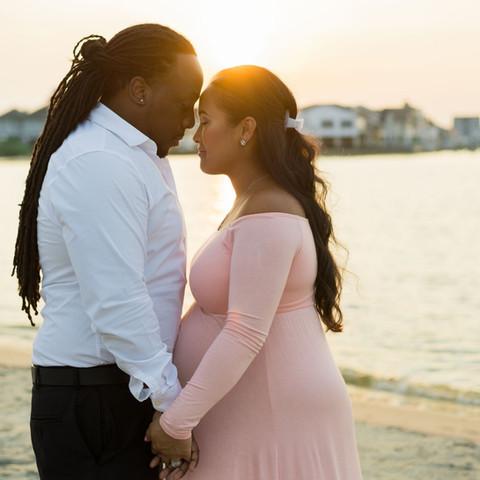 maternity love photography