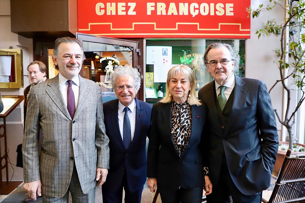 Jean-François LEGARET, Laurent DASSAULT, Catherine DUMAS et Alain CARADEUC devant l'entrée Chez Françoise