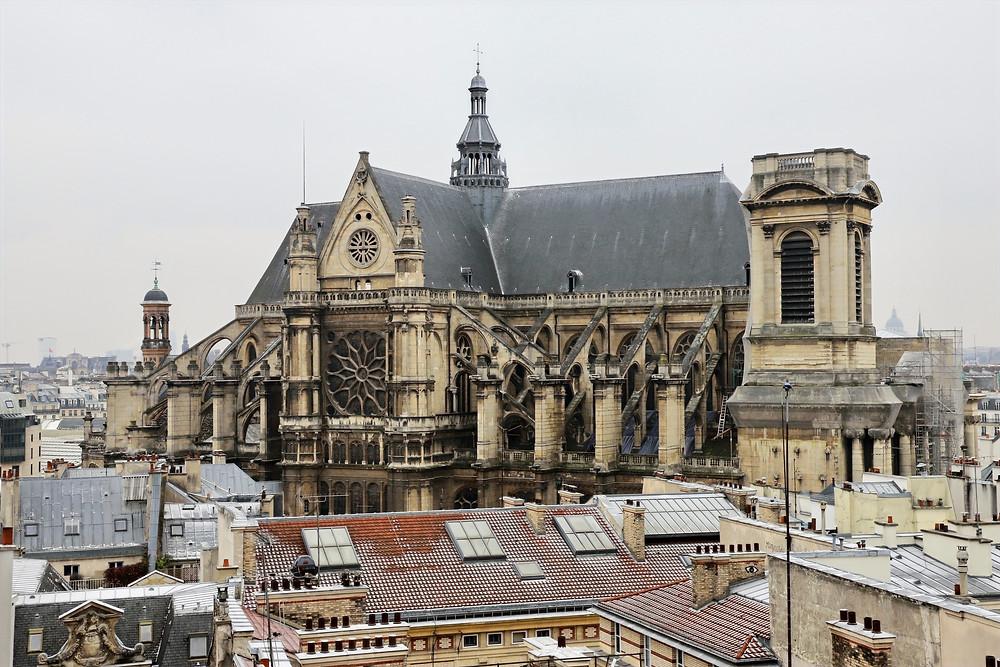 A hauteur de toits, les vues offertes sont toujours exceptionnelles et souvent spectaculaires. Ici Saint-Eustache