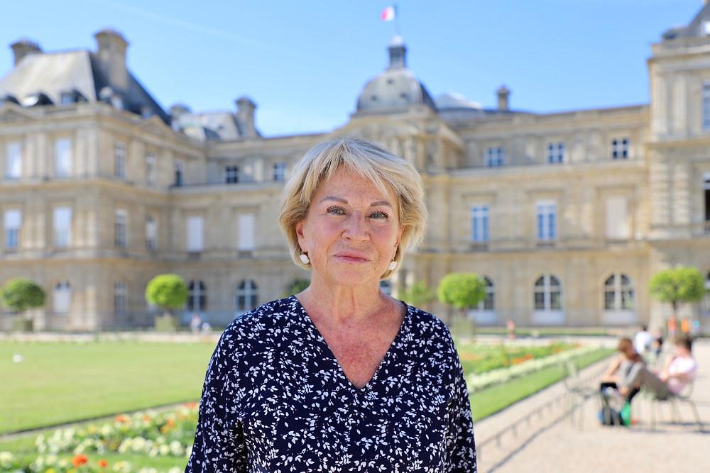 Devant le Sénat, dans le jardin du Luxembourg
