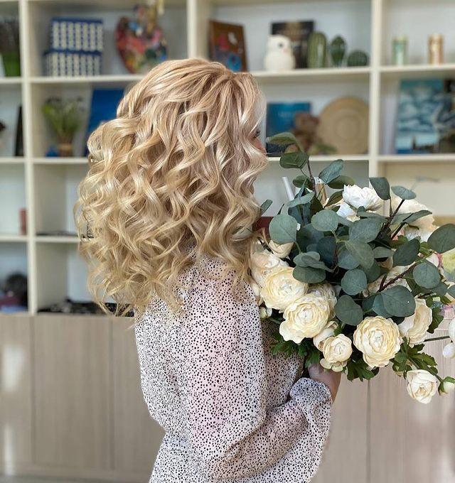 Блондирование и крупные локоны в Митино. Мастерская красоты SOVA