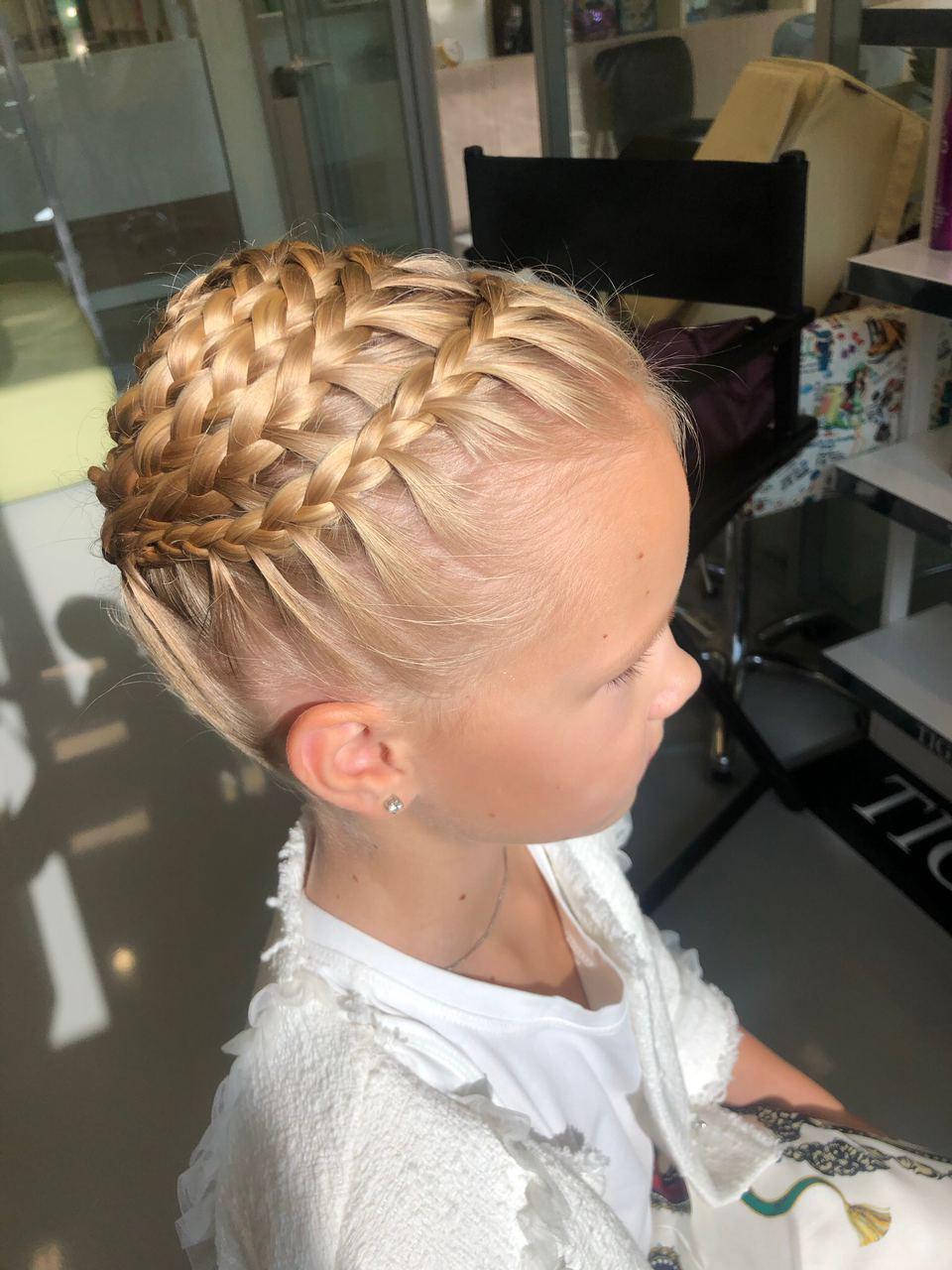 Сложное плетение кос.Мастер Эсанова Манижа Митино. Мастерская красоты SOVA