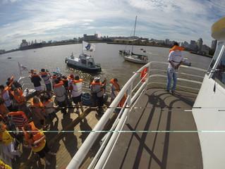 Barco Cisne Branco participa da Procissão de Navegantes