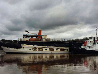 Barco Cisne Branco enfim volta para a água