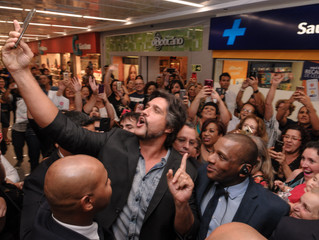 Sessão de autógrafos com Leo Chaves reúne mais de 300 fãs no Shopping João Pessoa