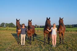 Carrie en Carine Kleine en paarden