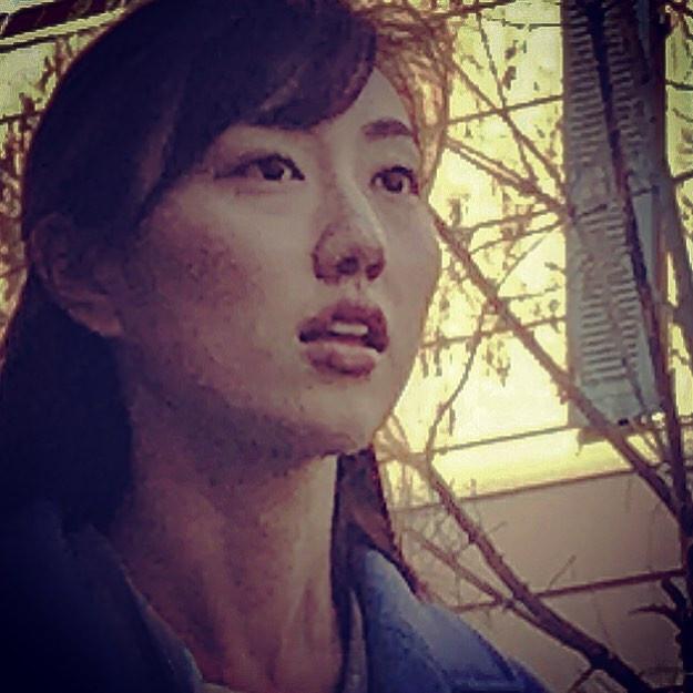 jade face girl's amazement in roman night (universal feel street portrait)