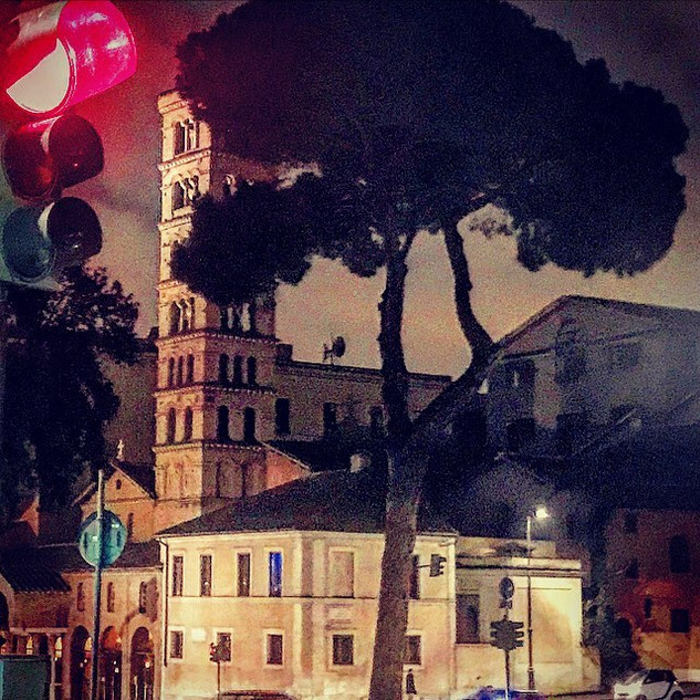 more songs about buildings and food (vol.79): leonardesque background for a traffic light foreground (a dedication tale to Da Vinci's spontaneous sense of perfection)