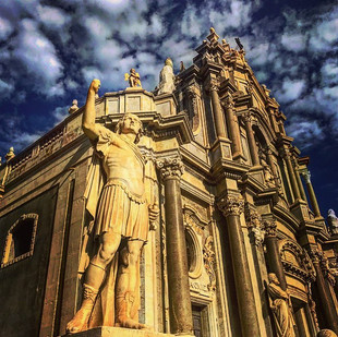 hearts lifting up - the Catania Cathedral (sicily street sketches)