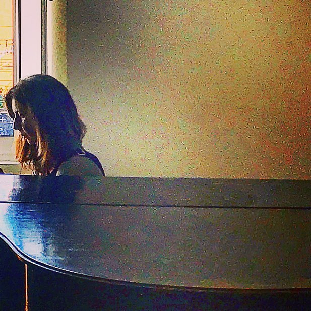 the lady at the piano (lightportrait)