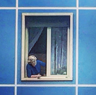 lady by the window (streetsketch in blue)