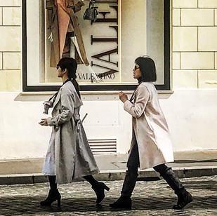 fashionable white walk (streetsketch)