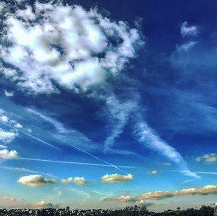 the sky and the city (clouds dancing like a soft body)