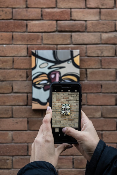 ART IN THE 'APOTOPIC' SPACE : AGE OF INSTAGRAM