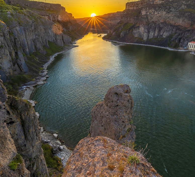 Shoshone-Falls_Sunset_edited.jpg