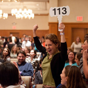 Why choose a live auctioneer and why paddles are important