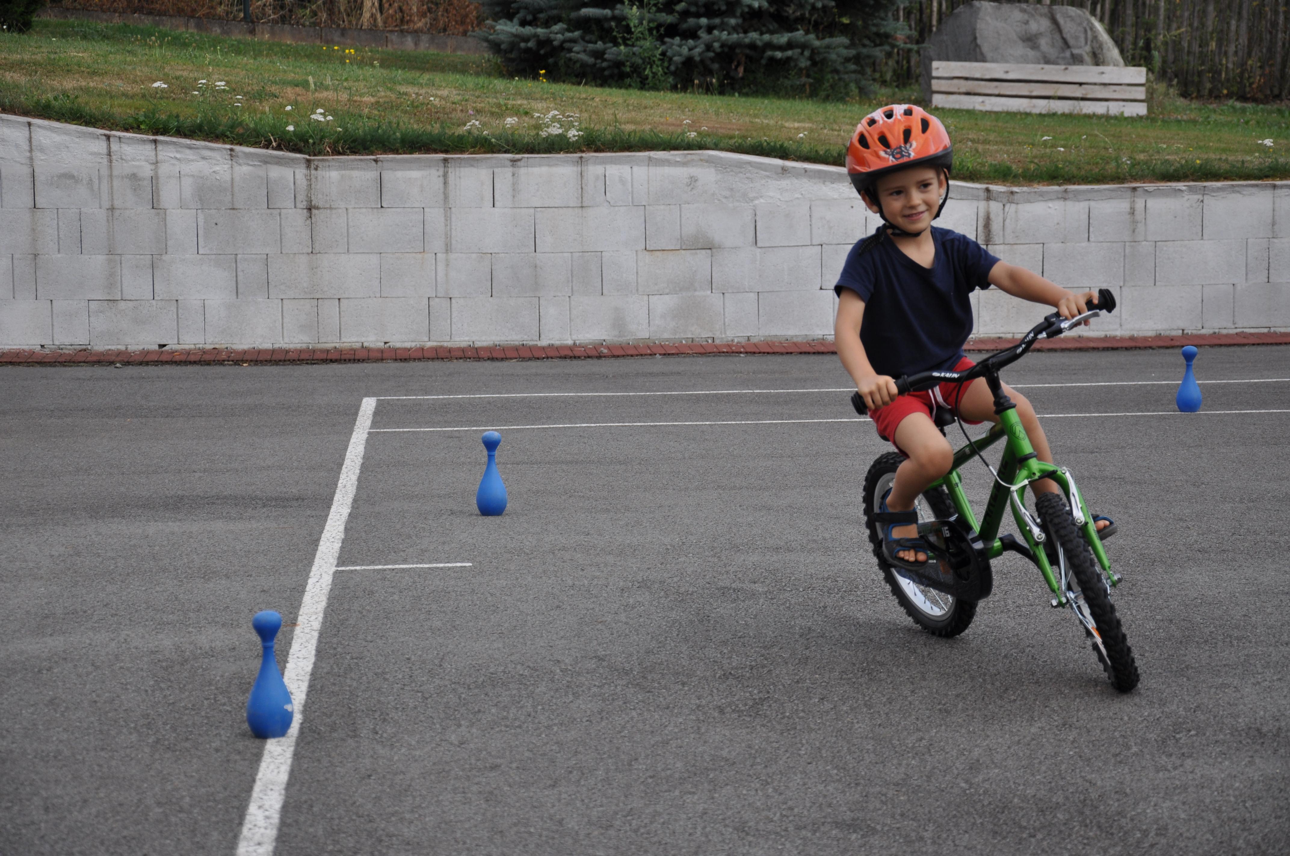 cyklista na hristi