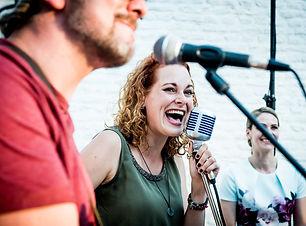 Zangeres Maartje de Bruin, Coverband feest