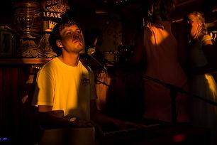 Sven Bosch, toetsenist akoestisch trio Lara Leaves