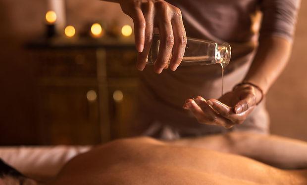 comment-choisir-son-huile-de-massage-.jp