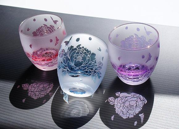 雅な芍薬牡丹のお猪口(藍桃紫)