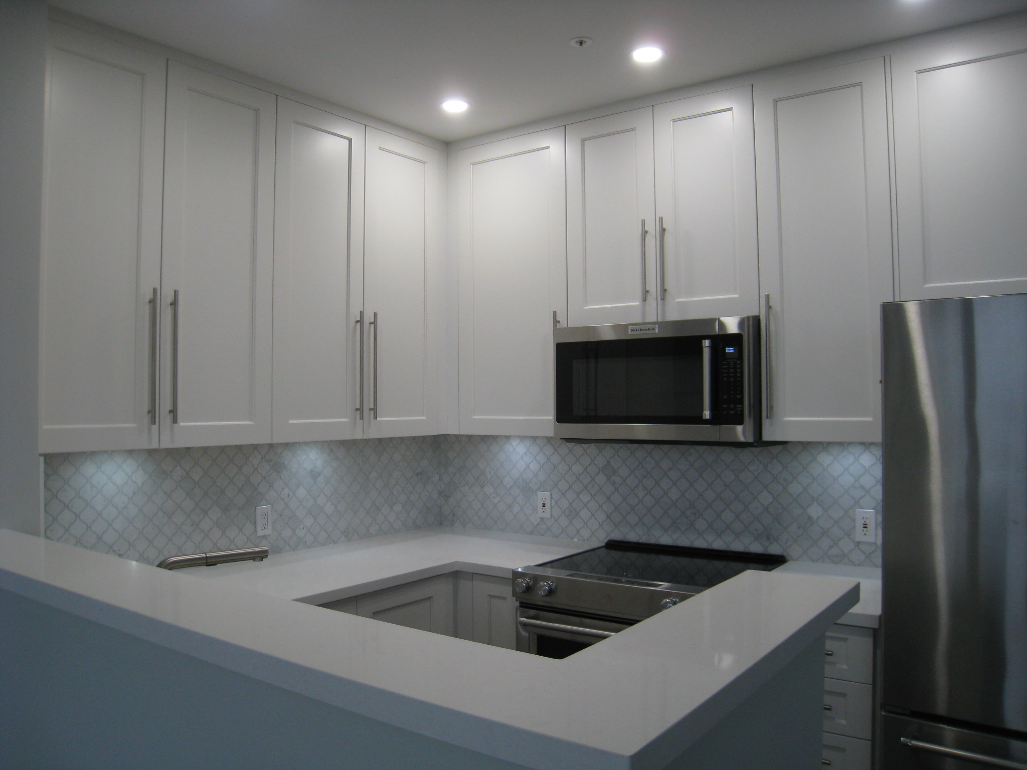 Kitchen with marble backsplash