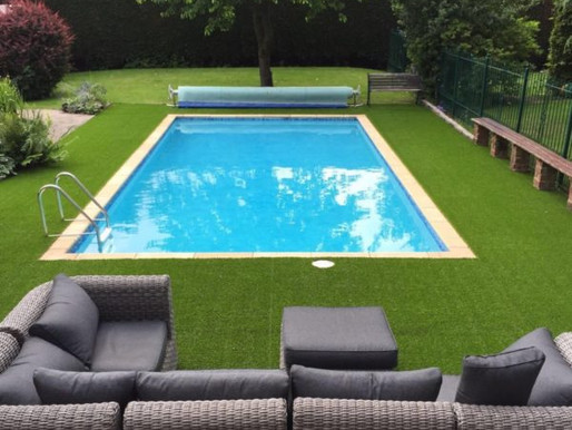 ARTIFICIAL GRASS AROUND YOUR SWIMMING POOL
