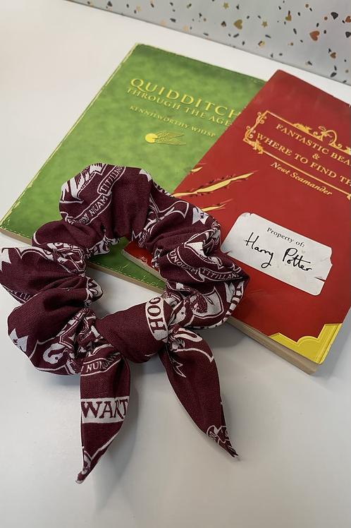 Emblem scrunchie with bow